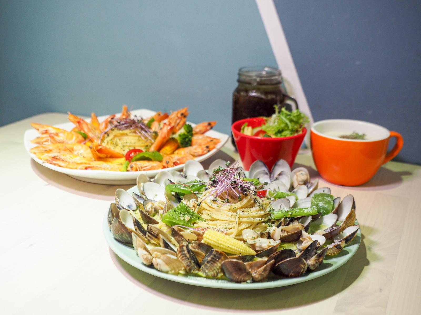 【西門美食】西門顛倒餐廳 多達五十顆蛤蜊的痛風義大利麵有夠狂 痛風蝦蝦也很浮誇!