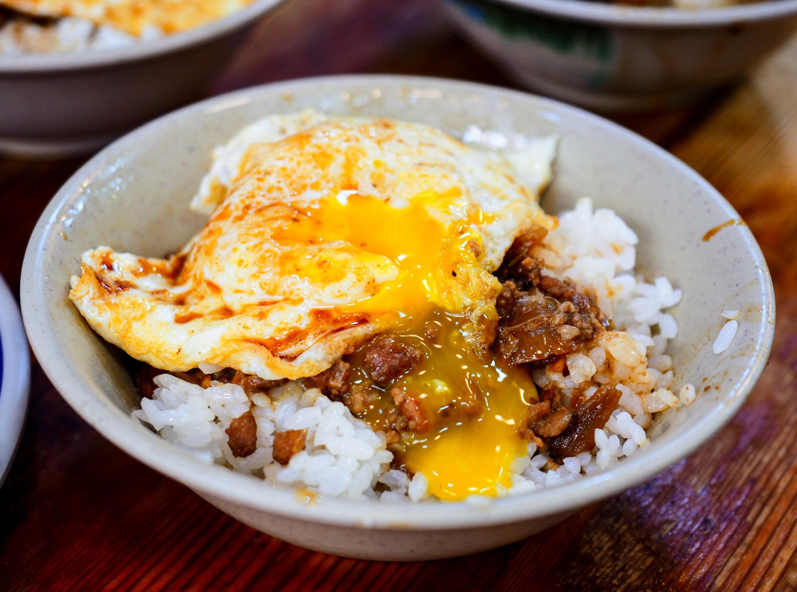 【西門美食】天天利美食坊 必點罪大惡極的半熟蛋滷肉飯