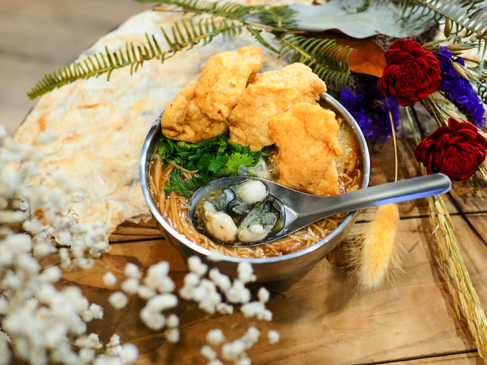 【新莊宏泰市場美食】點面線 到底是吃花還是吃麵線? 花店中的麵線卻用料實在又美味
