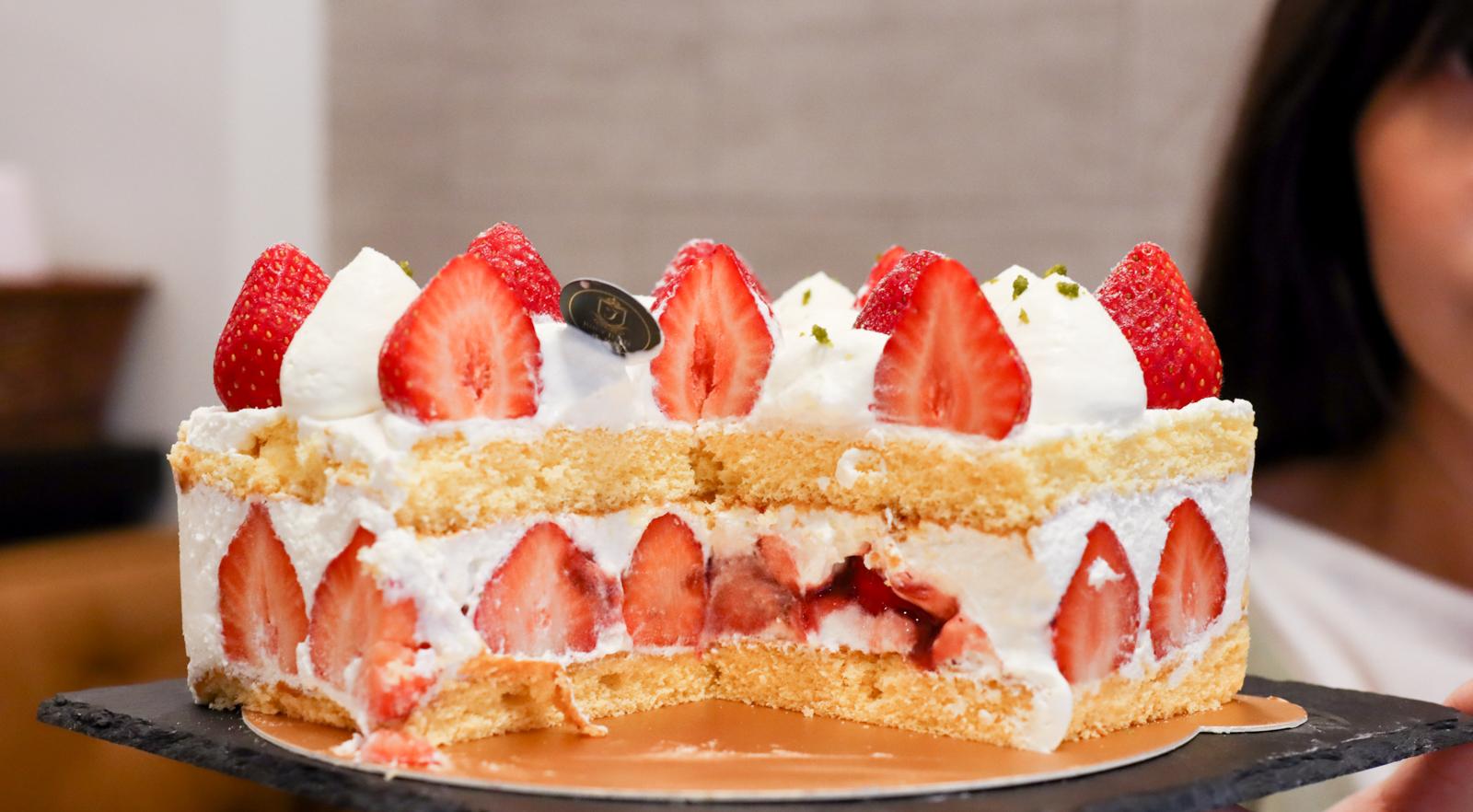 【板橋甜點推薦】Juicy Jewel 就是這 板橋最狂草莓甜點店  北海道四葉牛奶不手軟用超多
