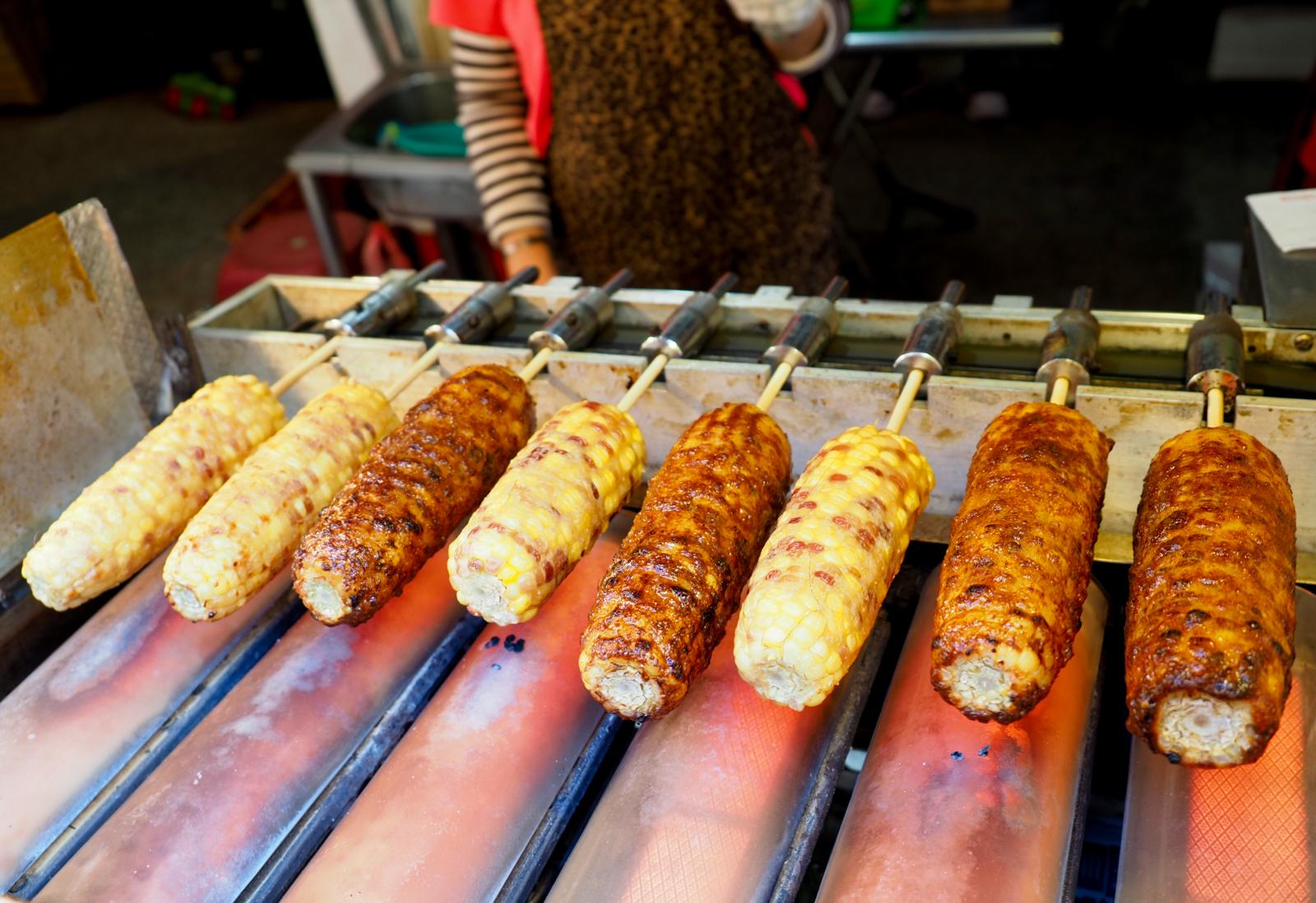【七堵美食】七堵烤玉米 七堵南興市場烤玉米老店 一烤飄香十二個年頭