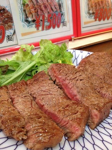 【大阪食記】大阪人的廚房-黑門市場、市場水果店草莓、現點現煎黑毛和牛!入口即化的終極美味!
