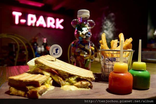 【台北食記】T-Park Café&eatery中山站不限時咖啡店推薦!玩具迷必訪的超級天堂!
