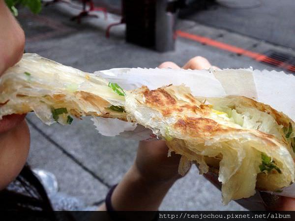 【台北食記】東區-非常好吃蔥抓餅 拔絲拔到外太空