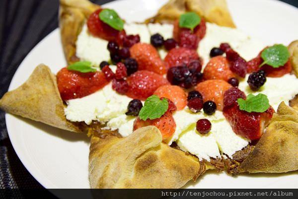 【台北食記】義大利米蘭手工窯烤披薩 草莓星星甜pizza!裡頭還有包料唷