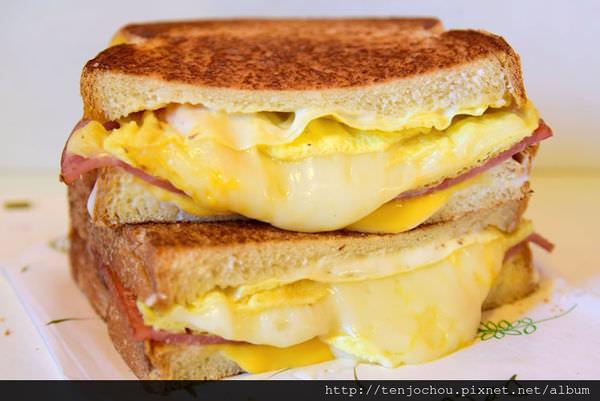 【台北食記】土司吐司 超爆漿乳酪三重奏!五顆星推薦便宜又好吃!