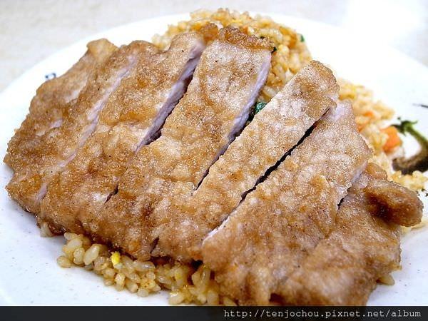 【台北食記】四平街番茄牛肉麵 排骨蛋炒飯更是厲害!刀削麵也好吃!