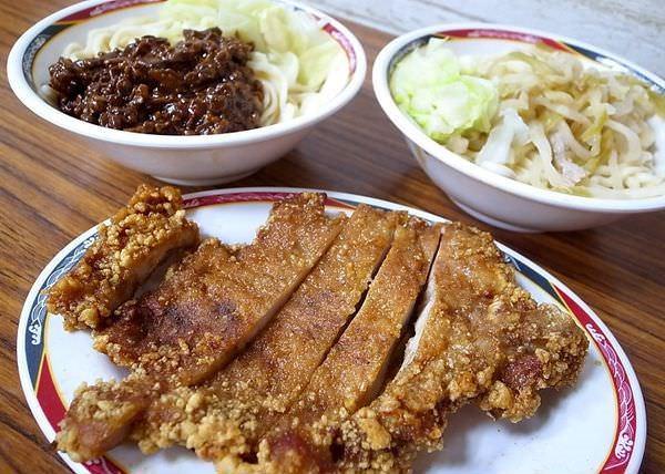【台北食記】佳園排骨麵 超銷魂古早味美食!厚切排骨配炸醬麵超級好吃!