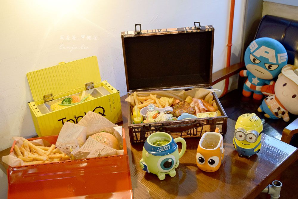 【台北食記】TankQ Cafe & Bar 松江南京站美食!行李箱早午餐,飲料可自選卡通杯