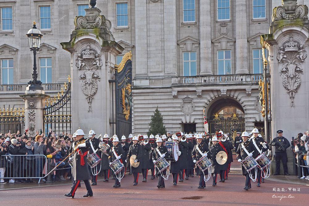 【英國倫敦景點】白金漢宮衛兵交接表演 免門票提早卡位就好(時間表、拍照位置建議)