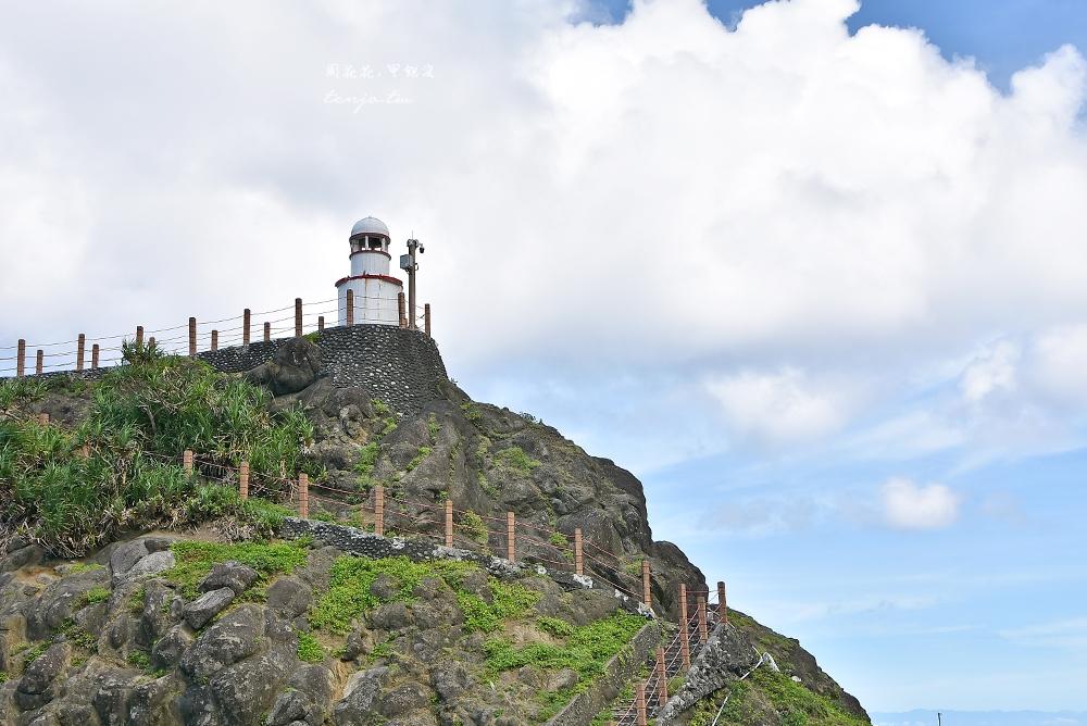 【蘭嶼景點】舊蘭嶼燈塔 開元港旁可愛白色小燈塔,蘭嶼日落星空攝影點推薦