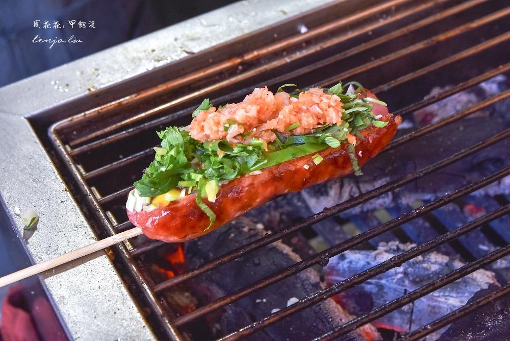 【平溪美食】鐵道熱腸 老街超人氣排隊小吃!食尚玩家推薦爆餡碳烤香腸大腸包小腸