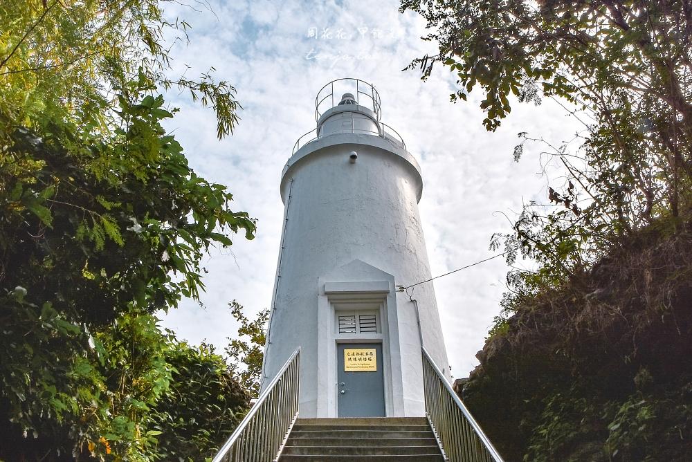 【屏東小琉琉景點】琉球嶼白燈塔 有著神秘鬼故事傳說的舊燈塔,白天可順路去百年榕樹