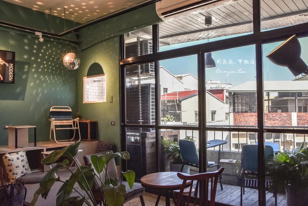 【台南南區咖啡廳】午營咖啡 政大畢業年輕老闆的理想空間 不限時可久坐看書寵物友善