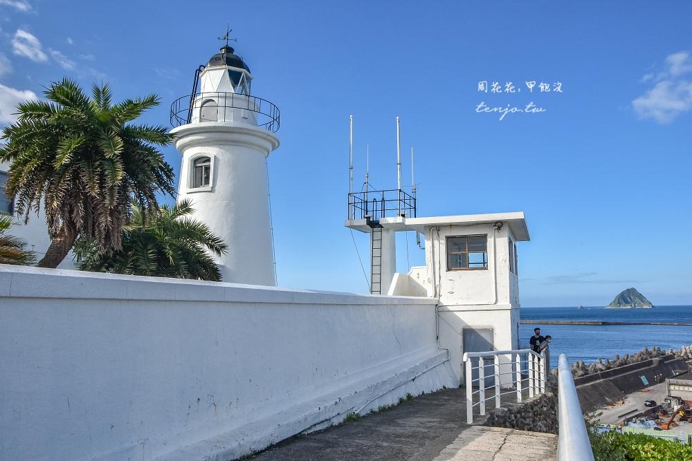 【基隆景點】基隆燈塔 看海秘境推薦!免費開放步道輕鬆好走 遠眺基隆嶼和碼頭貨櫃輪船